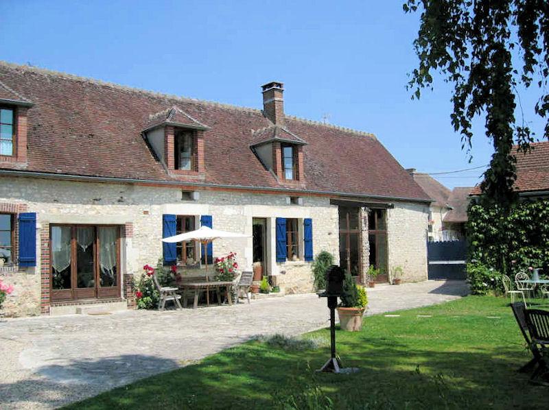 A la m tairie chambres d 39 h tes de charme lindry bourgogne for Bourgogne gite avec piscine