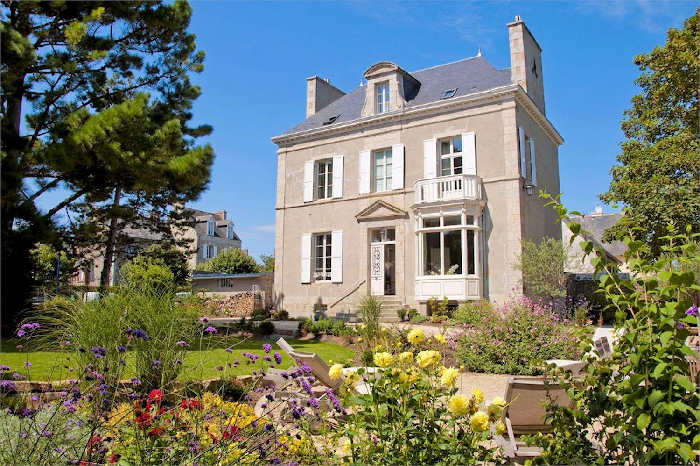 Villa christilla chambres d 39 h tes saint lunaire bretagne for Maison hote de charme