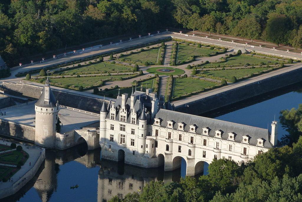 château de Chenonceau by Thomas de Castilla