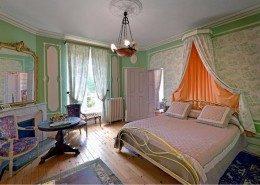 Domaine De Gaudon, Ceilloux : chambre le jardin aux amours