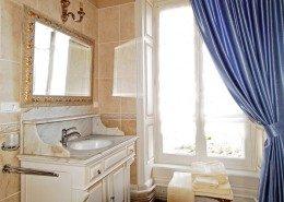Domaine De Gaudon, Ceilloux : salle de bain Beaumarchais