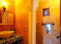 Salle de bains de la chambre Mille et Une Nuits (La Lysiane, Rouffilhac, Lot)